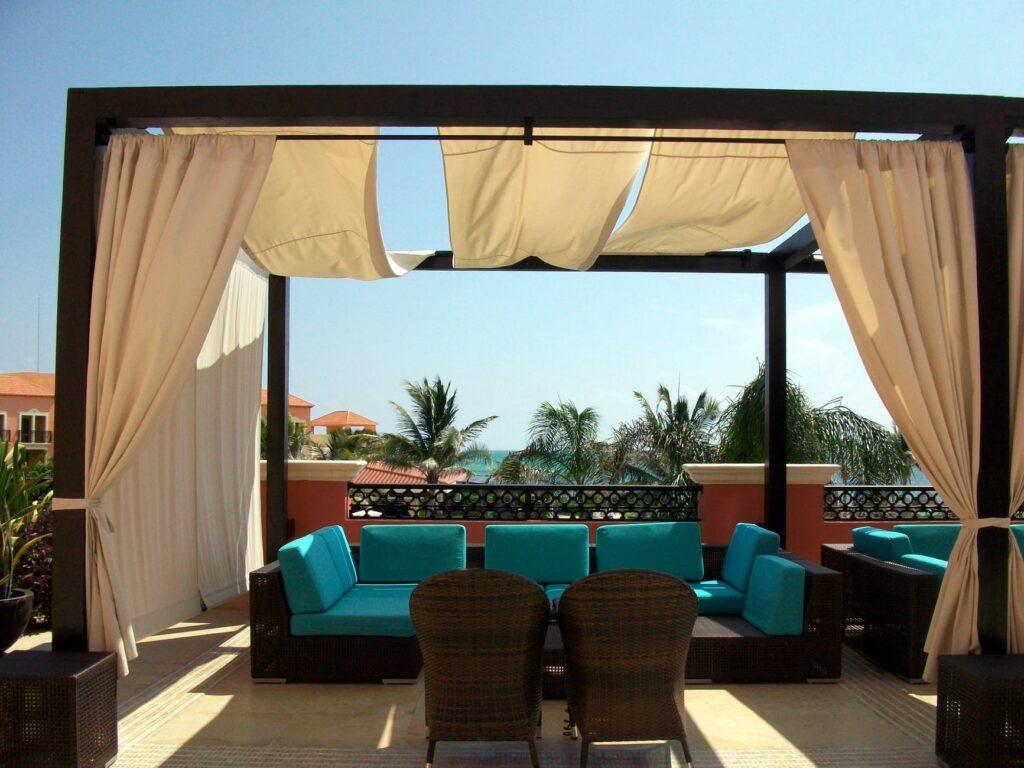 Pflanzkübel Raumteiler können helfen, die Terrasse auszunutzen